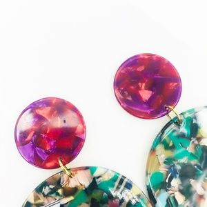 CLOSET REHAB Jewelry - Circle Drop Earrings in Green with Pink Stud